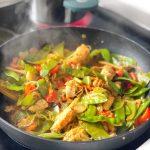 Asiatische Gemüsepfanne mit Nudeln