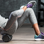 Mit der Faszienrolle gegen den Schmerz - diese Übungen helfen